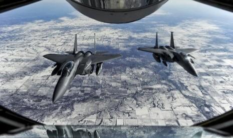 jet-tempur-as-ikut-operasi-menyerang-isis-di-kota-_150326093007-407