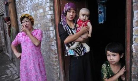 muslim-uighur-terus-mendapat-tekanan-pemerintah-cina-_150617092507-206