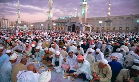 suasana-buka-puasa-ramadhan-di-arab-saudi-_150617084356-215